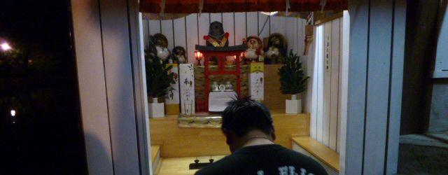 夜の神社でご挨拶